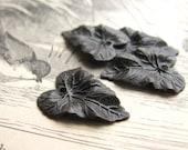 Antiqued brass leaf charms - Botanical garden leaves - aged black brass - 20mm (4 charms) black leaf charm