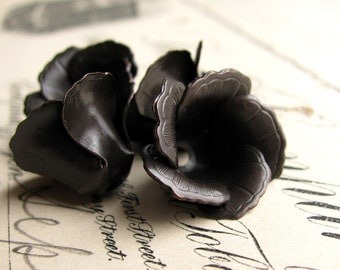 Blooming black tulip bead cap, black antiqued brass flower (4 bead caps) dark aged patina, made in the USA  BC-SV-026