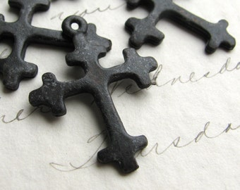 Crusades cross, small black cross pendant, 27mm (4 charms) solid antiqued black pewter, distressed oxidized finish CH-SC-022
