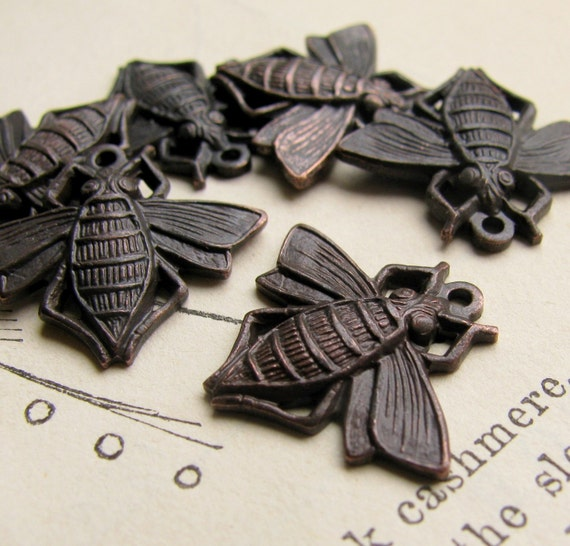 Honey Bee charms - 11mm x 18mm - dark antiqued brass (4 pieces)