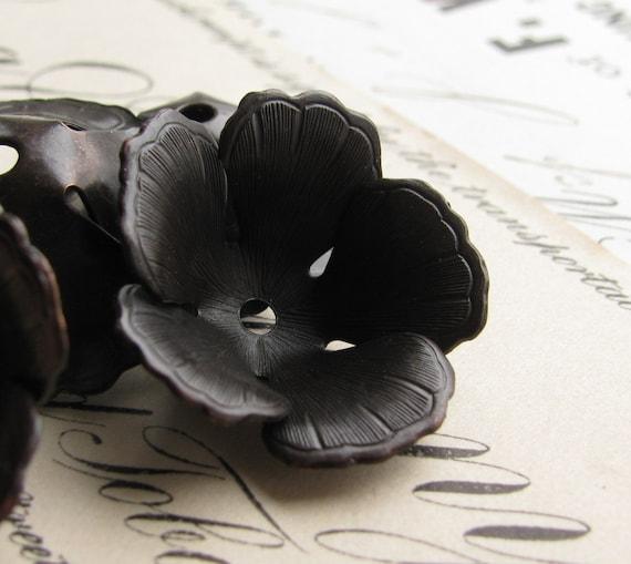 Fully bloomed black tulip bead cap - 20mm wide - black antiqued brass (4 bead caps) BC-SV-025