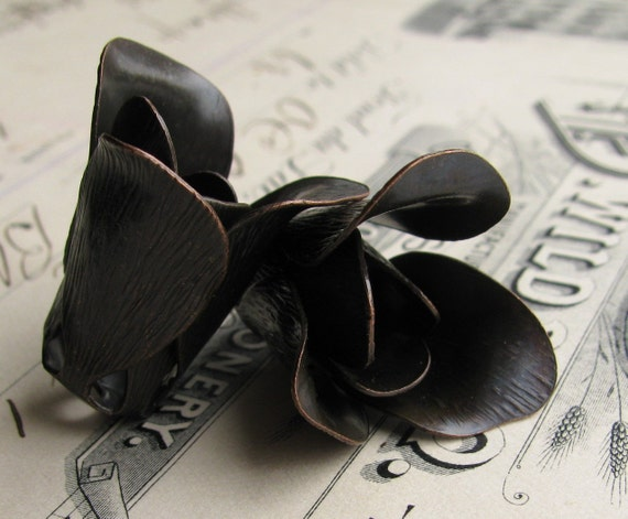 Large, asymmetrical 27mm black tulip flower bead cap, jewelry findings, dark antiqued brass (2 beadcaps) nickel free BC-SV-021
