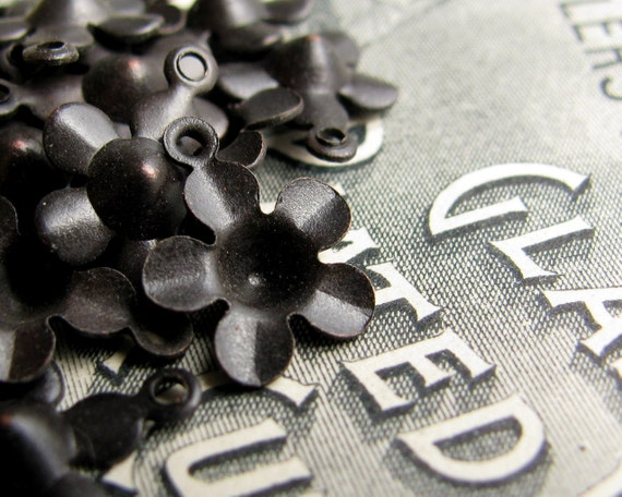 Mini flower charm  - 11mm - black antiqued brass - with center divot, indentation (20 charms) CH-SV-005