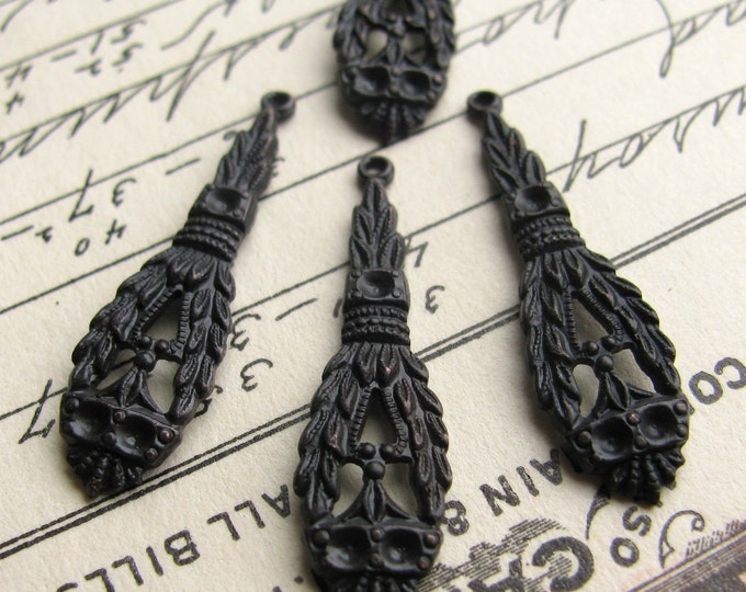 William Morris charms / teardrops - 22mm - dark antiqued brass (4 drops) Arts and Crafts Movement, aged black patina, long thin, Boho charm