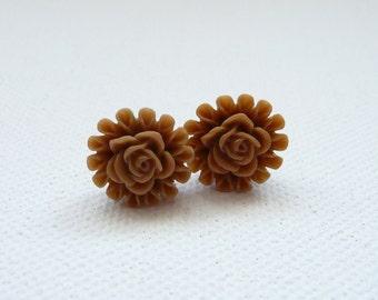 Mocha Rose Center Flower Stud Earrings