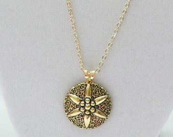 nnm-Decorative Gold Pendant on a Gold Plated Chain