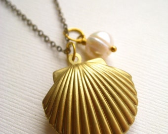 venus necklace, ocean sea shell charm necklace, pearl seashell dangle necklace, marine animal pendant, antique brass, cute jewelry gift