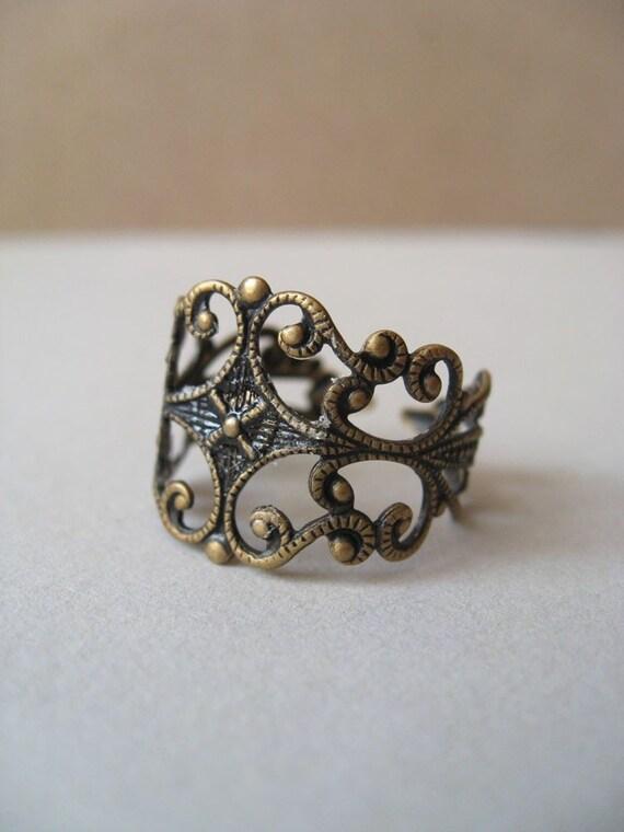 nouveau. ring. (antique brass ornate filigree. adjustable band.)