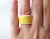 1980's vintage ring lucite band chunky striped yellow and white size 7 statement ring
