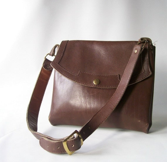 vintage brown leather purse hand bag shoulder bag bohemian boho hippie fashion style trends neutral accessory for her everyday casual