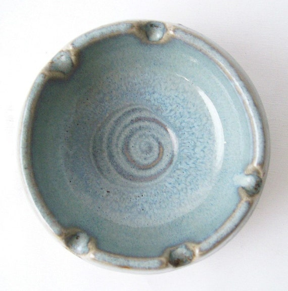 vintage pic tic usa robins egg blue round circular spiral small pottery ashtray container dish mad men chic smoking memorabilia