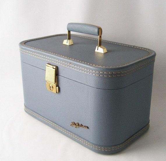 vintage lady baltimore train case retro travel gear fashion luggage blue gold makeup cosmetic overnight pan am
