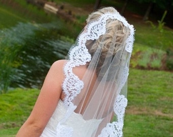 Mantilla veil with Alencon lace - Lainie