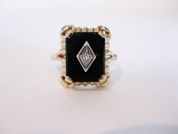 Gorgeous Art Deco 10K Gold Onyx & Diamond Ring