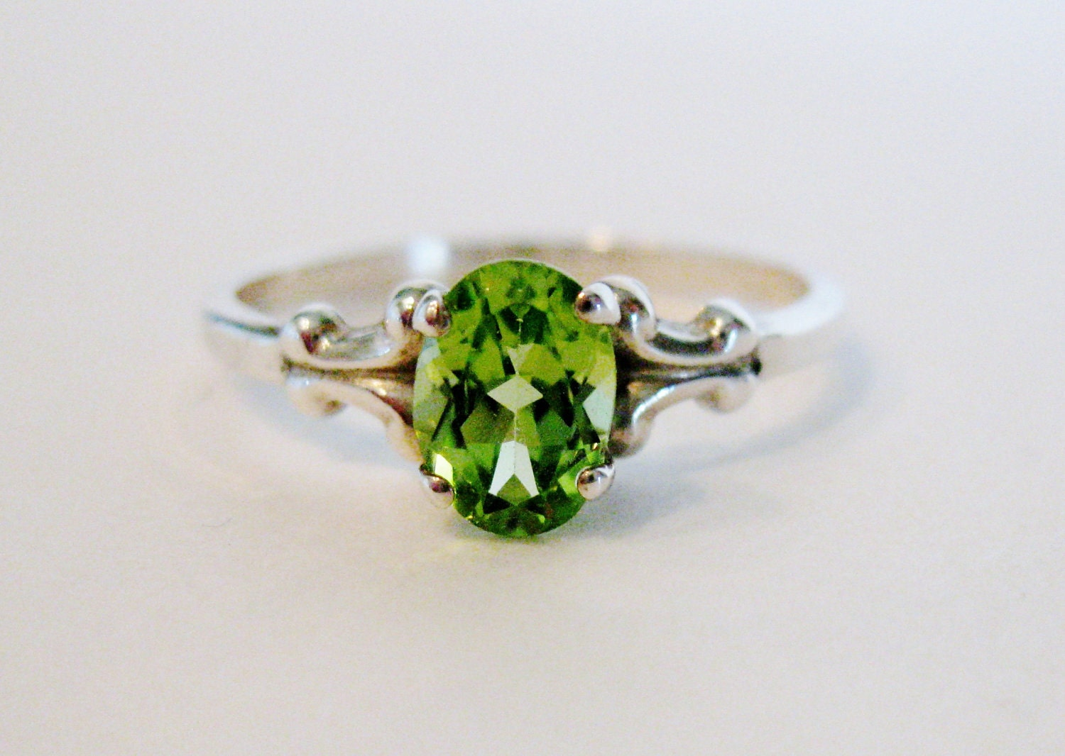 pretty vintage sterling peridot ring