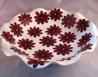 Scalloped Serving Bowl - Wine Daisies
