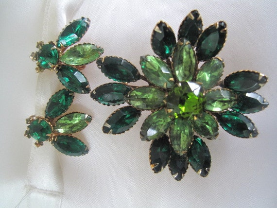 Shades of Green Demi Parure Brooch and Earrings from the fifties