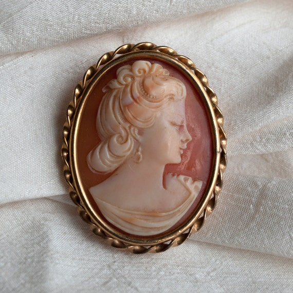 Antique Cameo French Hand Carved Shell 9kt Gold Plate Pendant Brooch