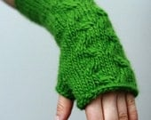 Green fingerless mitts, gloves. READY TO SHIP