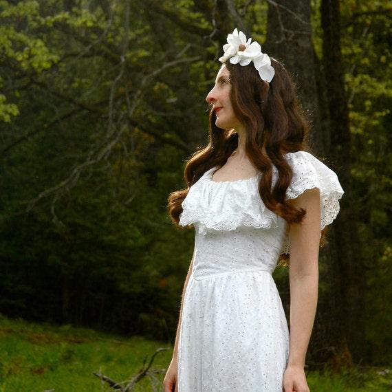 Vintage 1970s Dress... White Eyelet Maxidress... Boho Dress... WOODLAND PRINCESS (xxs)