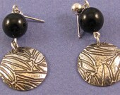etched sterling silver disk dangle drop earrings w/black onyx bead