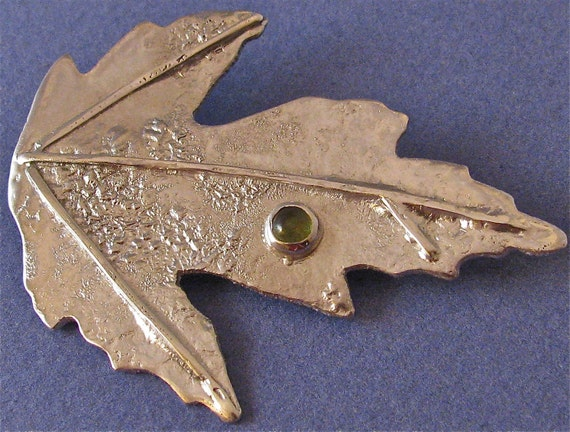 Silver leaf brooch with peridot cab