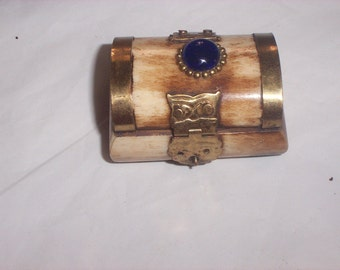 Vintage JEWELRY  OR TRINKET carved   Bone box  W oval glass jewel   made in india