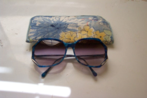 vintage seventies sunglasses and carrying case