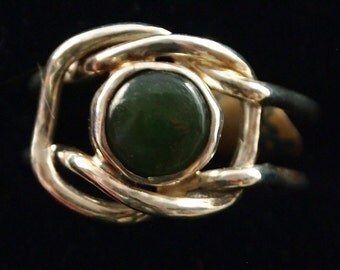 Sterling Silver and Green Jade Knot Ring Size 7 1/2