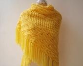Crochet shawl in Morning Yellow