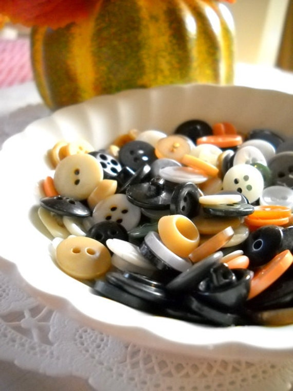 Charming Lot of Vintage Buttons - Set of 50 - Spooky Halloween Mix