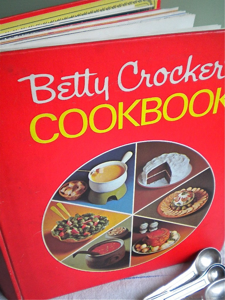 Betty Crocker's Red Pie Cookbook Golden Press 1971 Cooking/Reading Copy