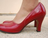Vintage 1940s 11950s chunky heel close toed red leather high heel shoes by Rhythm  size 8 and a half AAAStep