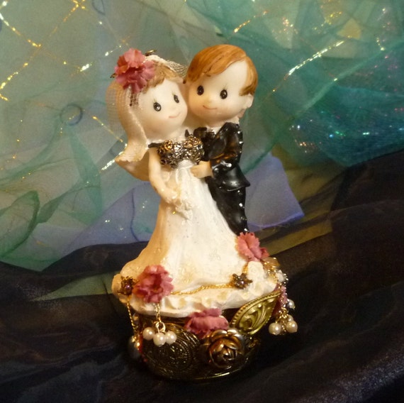 Steampunk Bride and Groom, Wedding Cake Topper by gothb4play