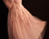 VINTAGE LAVENDAR 1955 PROM DRESS.  DRESS LENGTH IS BELOW THE KNEE WITH LAYERED TULLE. VINTAGE PURPLE VELVET VIOLET CORSAGE.