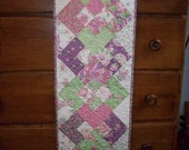 Interlocking Four Squares Table Runner - LLGQuilts