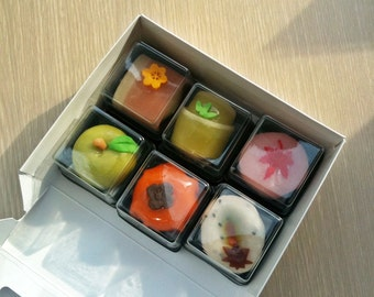 20  Square Cute lilttle box - for Bite Size Sweets
