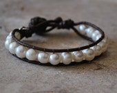 Shi Bracelet - Pearls and Leather
