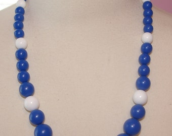 Blue and White Necklace with Graduated Beads   Vintage 1980's