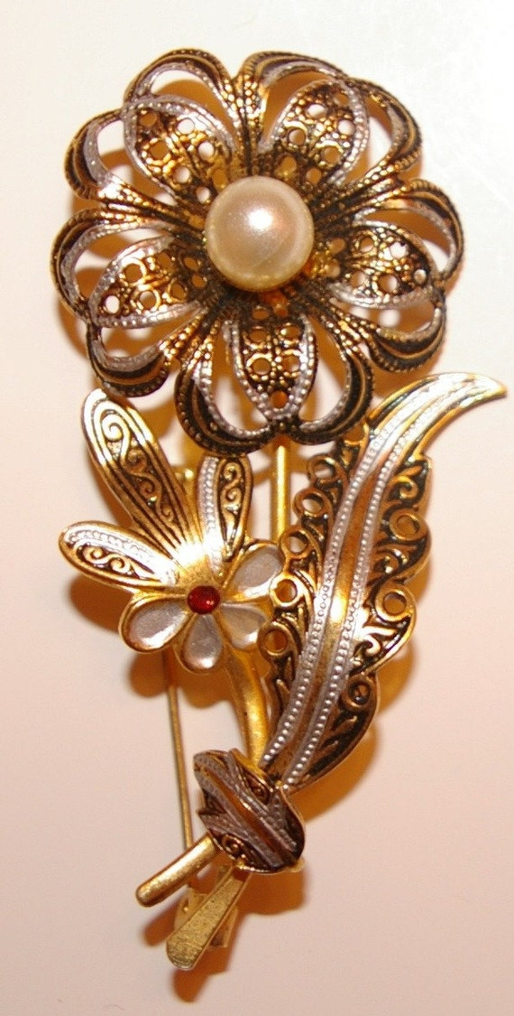 Vintage Flower Brooch with Center Pearl   1970's