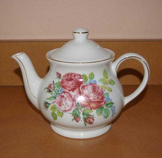 red roses teapot by sadler made in england vintage 1950 39 s. Black Bedroom Furniture Sets. Home Design Ideas