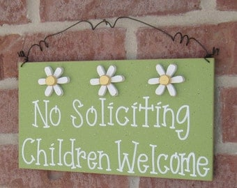 Free Shipping - No SOLICITING CHILDREN WELCOME Sign with 3 Daisies (sage green) for home and office hanging sign