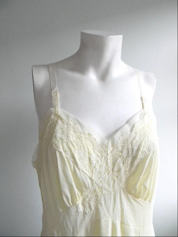 vintage. 60s Pale Yellow Slip  38