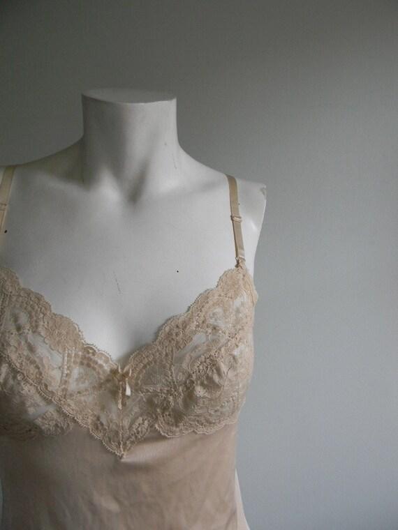 vintage. Nude Lace Slip / Size 34 Slip