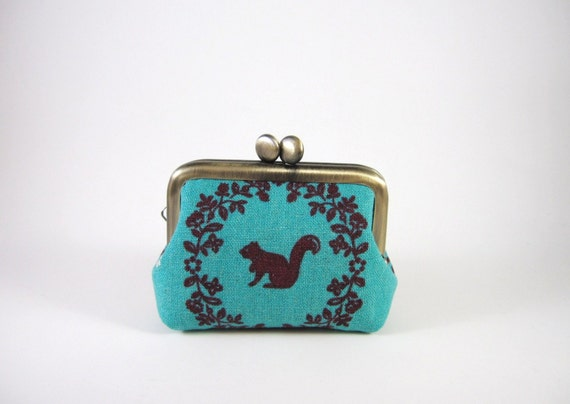 Mini kiss lock jewelry case with ring pillow