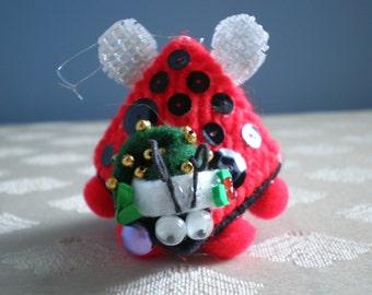 Set of 2 Ladybug Squeeze Meeze Kissing Plastic Canvas Christmas Ornaments