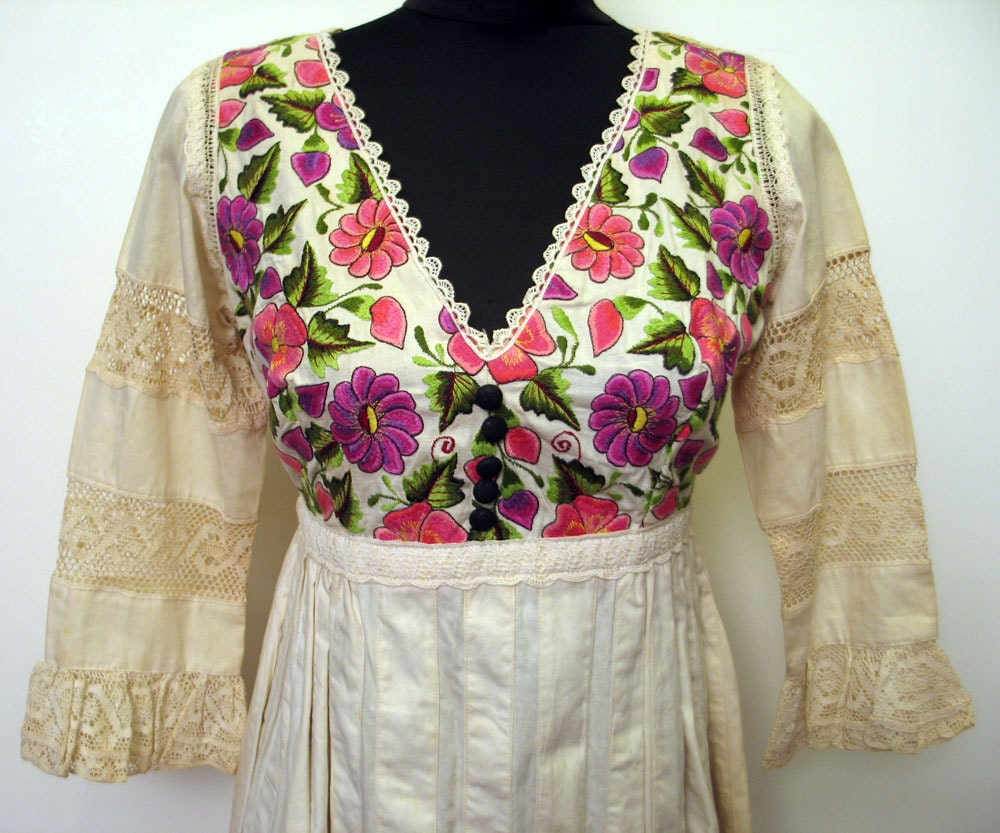 Beautiful Vintage 1960's Embroidered Mexican Wedding Dress