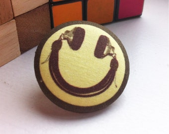 Smiley Face Pin, DJ headphone tie tack, 90's rave tie pin, acid house music lover gift, 1.5 inch pin button