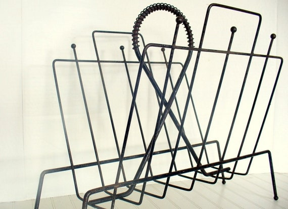 vintage wire magazine rack holder organizer black mid century. Black Bedroom Furniture Sets. Home Design Ideas