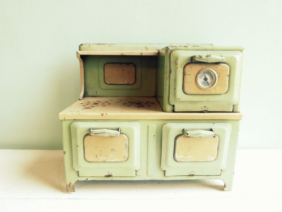 Vintage Girard Toys Electric Metal Stove Green with Yellow Works 1930s
